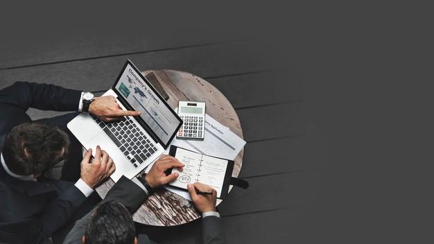 businessmen-working-strategic-planning_53876-97634