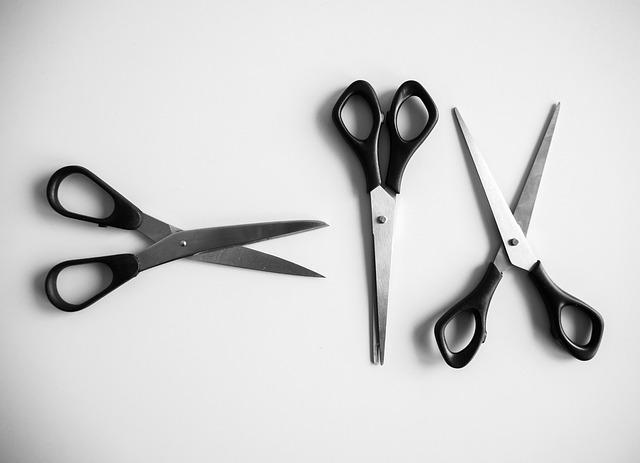 troje nůžky