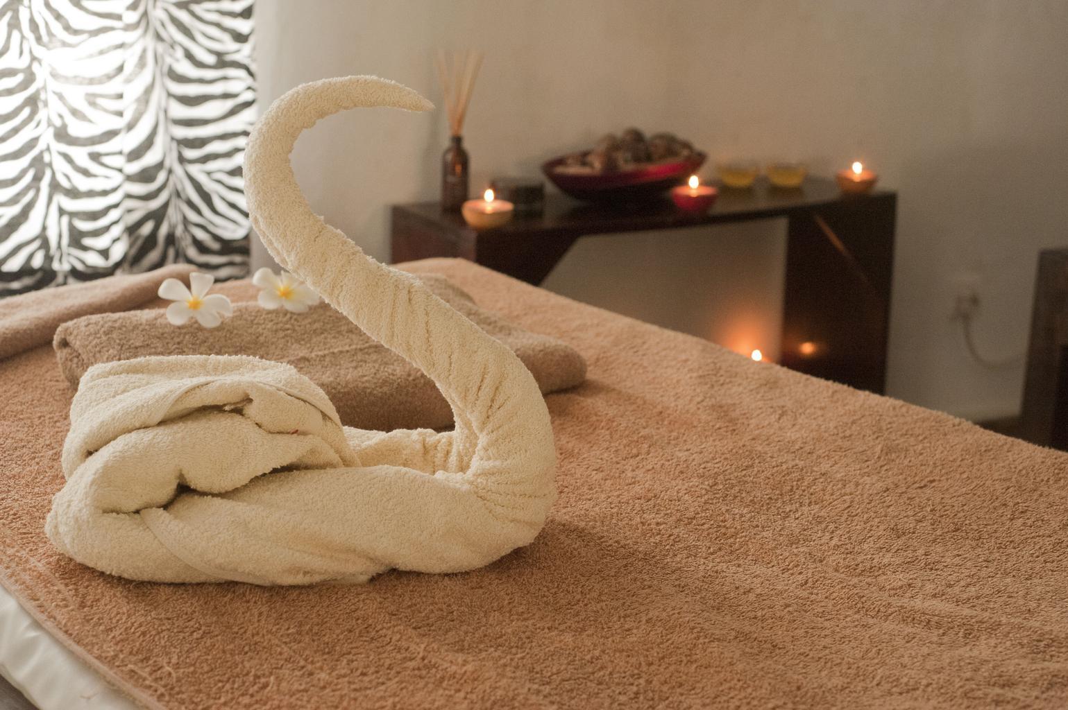 posteľ, masážny priestor